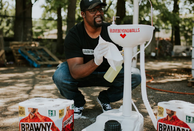 Brawny® Brand Rolls Out Support to Giants Taking Action in Their Community!